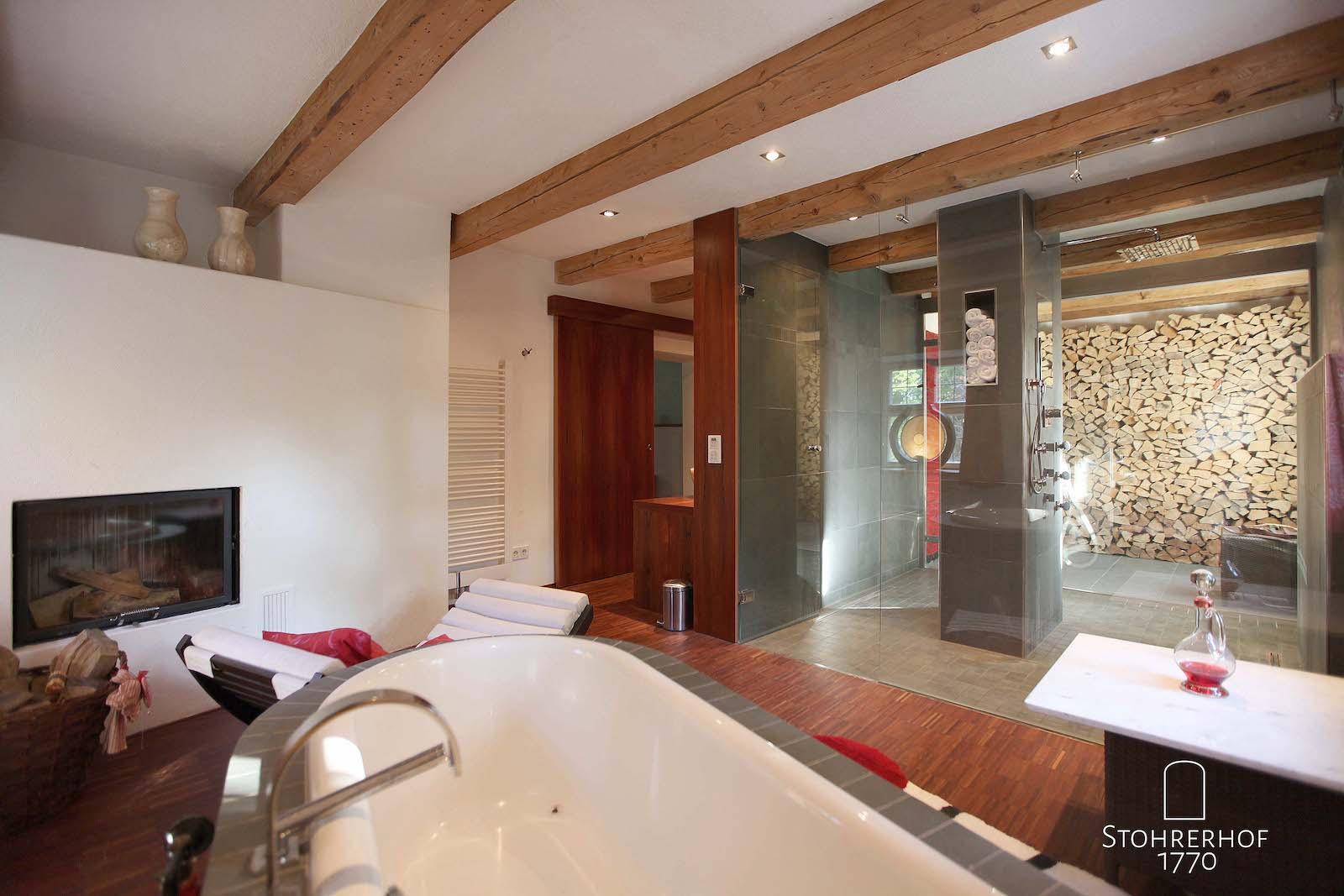 24-Badezimmer-von-Badewanne-aus-K