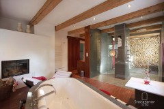 24-Badezimmer-von-Badewanne-aus-K Gut Stohrerhof