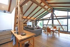 Der Wohnraum im Penthouse im Gut Stohrerhof am Ammersee