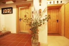 Flurzugang zum Garten Gästezimmer und Bad im Erdgeschoss