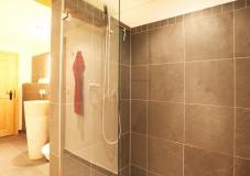 Die Dusche im Badezimmer Erdgeschoß vom Gut Stohrerhof