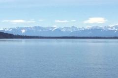 Blick auf die Alpen mit der Zugspitze vom Ammersee aus